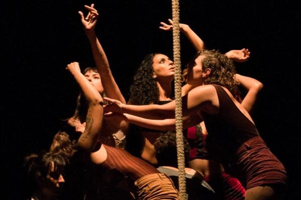 A união entre mulheres é tema do espetáculo Varieté (Caroline Dantas/Divulgação)