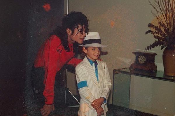 Em 'Deixando Neverland', dois homens acusam Michael Jackson. (HBO/Divulgação)
