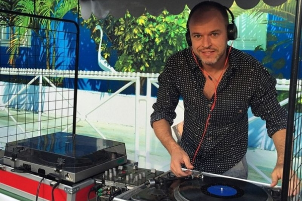 DJ Palmieri se apresenta no Quarta Vinil (Zuleika de Souza/Divulgação)