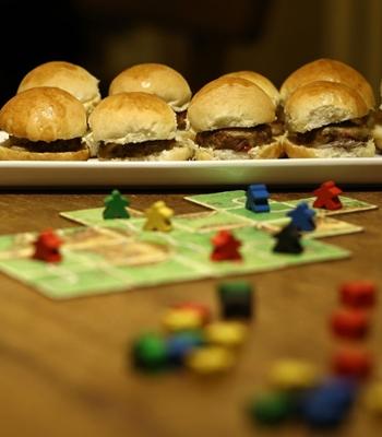 Os mini-hambúrgueres do Carcassonne Pub podem levar carne suína ou bovina (Wallace Martins/Esp. CB/D.A Press)
