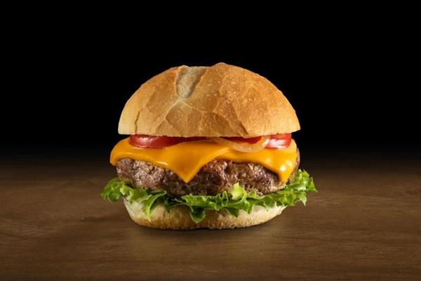 O hambúrguer é uma das refeições queridinhas da capital federal (Rubens Kato/Divulgação)