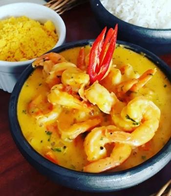 O bobó de camarão do Casa de Mainha é acompanhado de arroz branco e farofa baiana (Ray Neto/Divulgação)