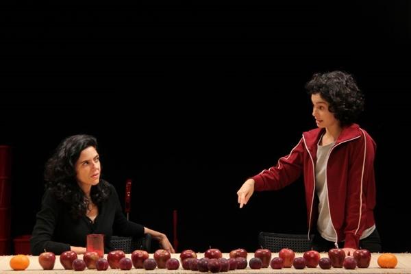 Na peça, as três irmãs se reúnem após a mãe adoecer (Ismael Monticelli/Divulgação)