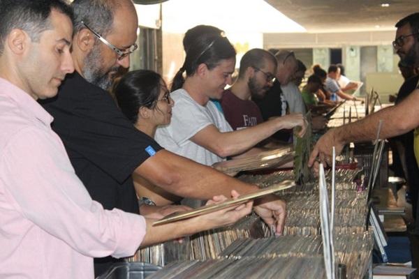 Os apaixonados por disco de vinil têm programa certo para amanhã (Renato Cardozo/Divulgação)