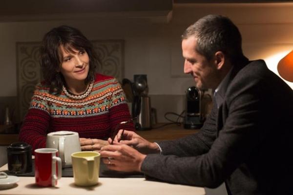 'Vidas duplas' é aposta do diretor Olivier Assayas no intimismo (Reprodução/Internet)