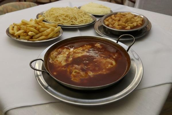 Prato de filé à parmegiana do restaurante Roma (Arthur Menescal/Esp. CB/D.A Press)