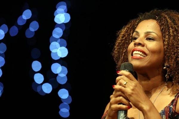 Cristiane Sobral pretende incentivar a literatura brasiliense em evento no Ernesto Café (Coletivo ODU/Divulgação)