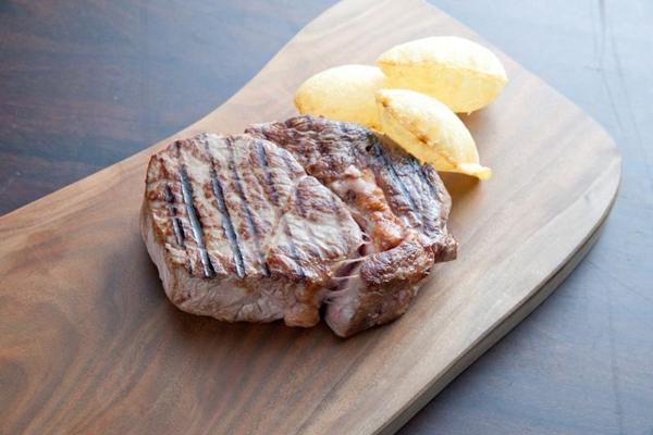O baby beef é um corte tirado do ancho exclusivo do Rubaiyat (Rubaiyat/Divulgação)