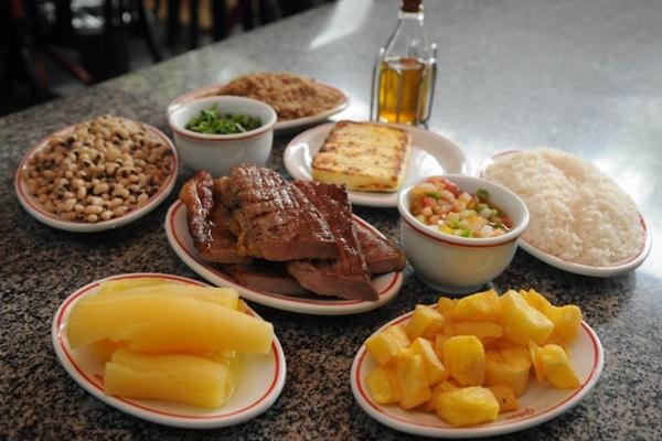 A porção do restaurante serve até três pessoas com fartura (Kléber Lima/CB/D.A Press)