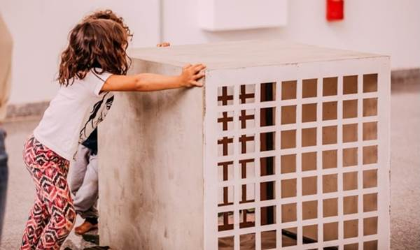 Caixas foram redimensionadas para receber o público infantil (Thais Mallon/Divulgação)