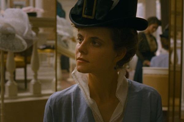 Julia Jakab vive a protagonista Irisz em Entardecer (California Filmes/Divulgação)
