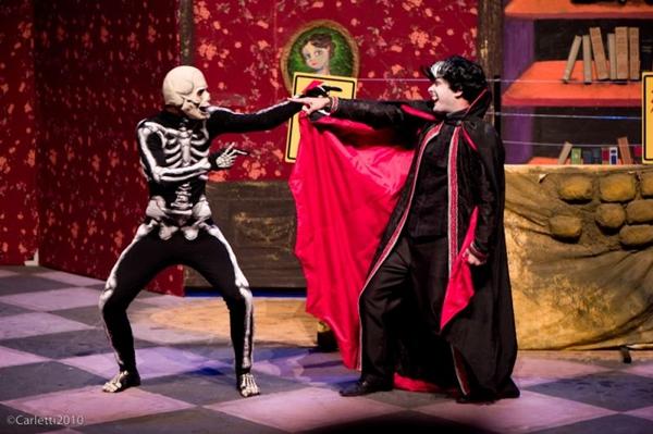 A comédia é uma peça que consegue ser engraçada do início ao fim e foge do tradicional (Rodrigo Carletti/Divulgação)
