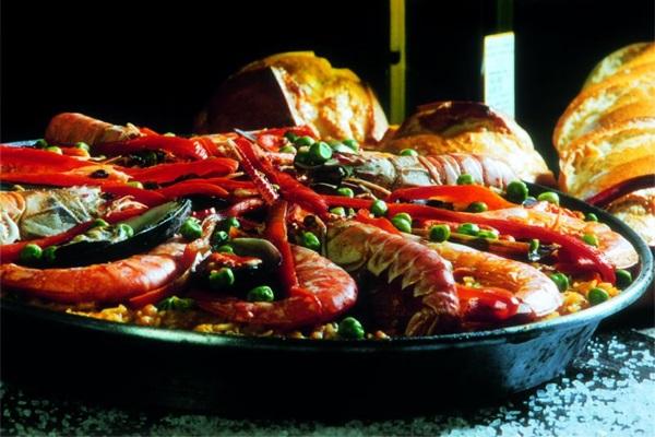 A paella faz sucesso no Outro Calaf e traz o gostinho da culinária espanhola para o Brasil (Outro Calaf/Divulgação)