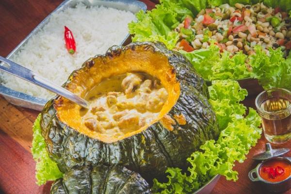 O restaurante Trem da Serra tem um típico cardápio de comida caipira (Rodrigo Lopes/Divulgação)