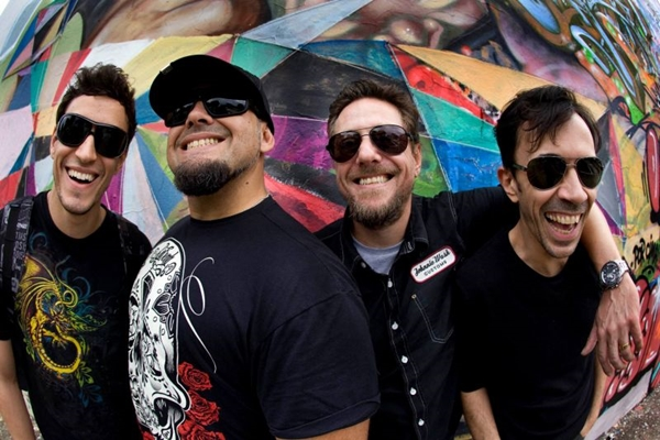 Raimundos lembrarão músicas como 'Mulher de fases' (Pablo Vaz/Divulgação)
