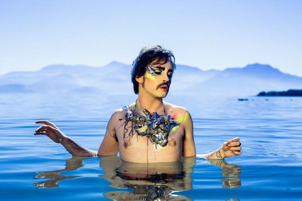 Johnny Hooker está em fase de despedida da turnê 'Coração' (Diego Ciarlariello/Divulgação)