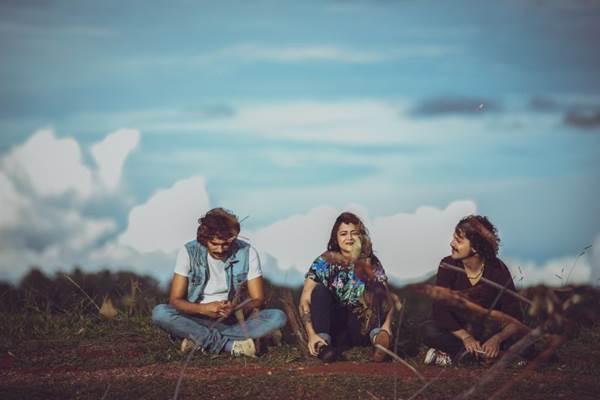 A banda brasiliense Aiure lançou o primeiro álbum autoral no ano passado (Thaís Mallon/Divulgação)