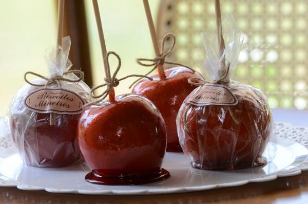 A maçã do amor é um dos itens sazonais que o Biscoitos Mineiros trabalha para junho  (Jhonatan Vieira/Esp. CB/D.A Press)