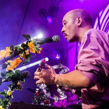 Banda vem a Brasília para celebrar uma década de trabalho (Brega&Rosas/Divulgação)