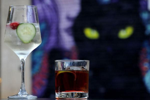 Os drinques do Gato Preto podem esquentar a noitada do casal (Carlos Vieira/CB/D.A Press)