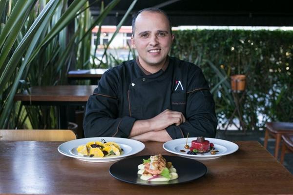 O chef Ronny Peterson criou três pratos para os pombinhos (Rayan Ribeiro/Divulgação)