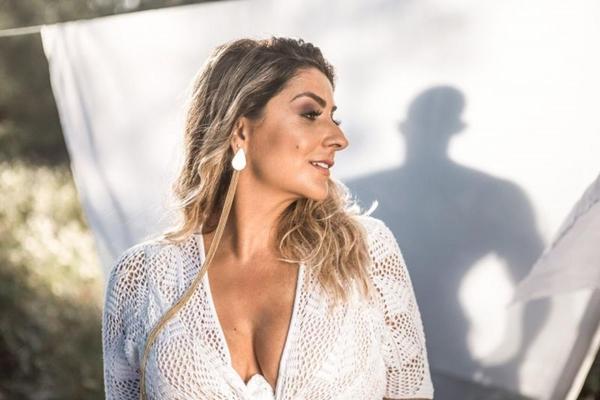 Deborah Vasconcellos, ex-participante do The voice Brasil, será uma das atrações do Morro dos Prazeres (Arquivo Pessoal)