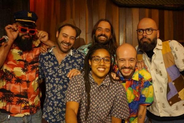 Brega & Rosas iniciam as comemorações dos 10 anos da banda (Tamara Maravilha/Divulgação)