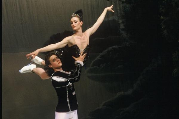 Cia. St. Petersburg State Ballet on Ice vem pela primeira vez a Brasília com o clássico O lago dos cisnes (Conteúdo Assessoria/Divulgação)