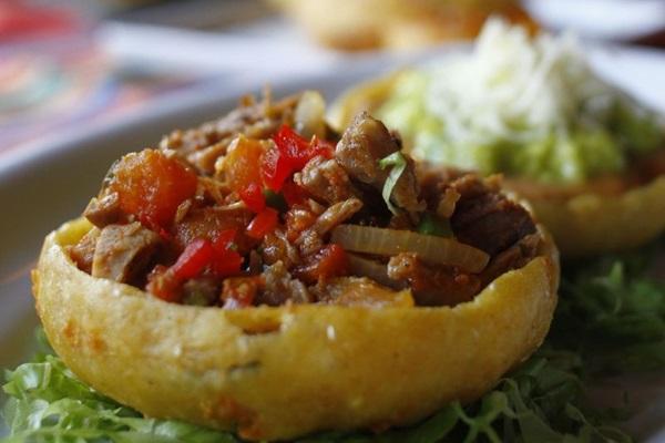 Os sopes são uma das comidas típicas latinas que levam milho (Ana Rayssa/CB/D.A. Press)