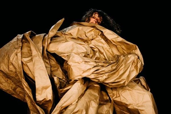 Obras nacionais servem de inspiração para o teatro híbrido  (Thaís Mallon/Divulgação)