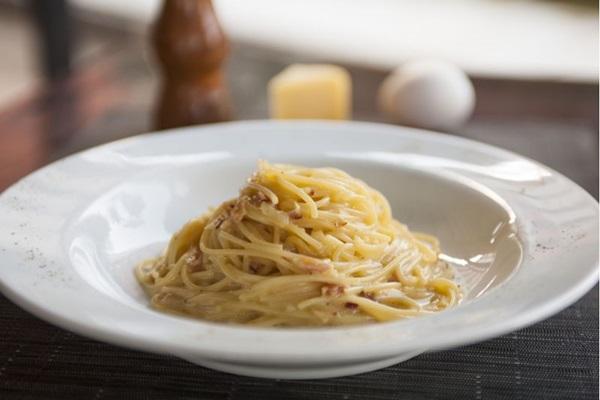 Prato carbonara do Restaurante Vittoria d'Itália (Casalino Michele/Divulgação)