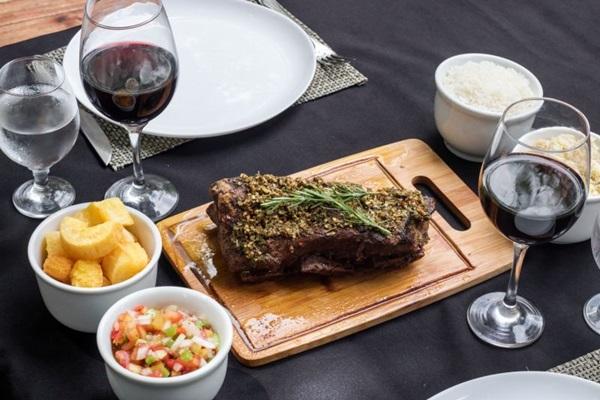 A costela bovina no sous vide é a favorita da casa (Sous Ribs&Beer/Divulgação)