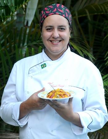 O cuscuz feito com pinhão e linguiça é uma das muitas receitas que a chef Raquel Amaral trabalha (Carlos Moura/CB/D.A Press)