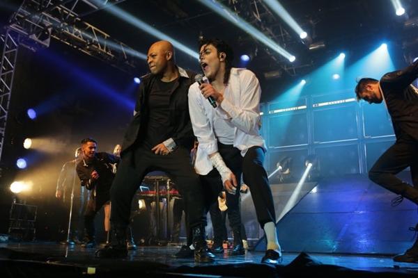 Rodrigo Teaser interpreta Michael Jackson com maestria (Tributo ao Rei do Pop/Divulgação)