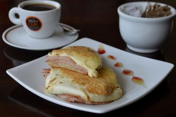 A inusitada baguete de pão de queijo já tem 6 anos na casa ( Marcelo Ferreira/CB/D.A Press)