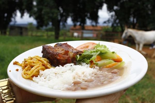 Comida caseira e aventuras fazem parte do fim de semana no Rancho Canabrava (Ana Rayssa/Esp. CB/D.A Press)