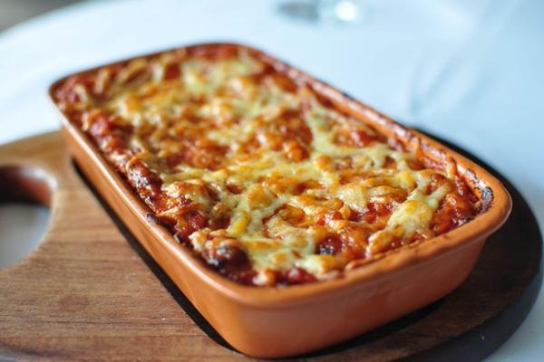 Lasanha à bolonhesa é um prato repetido em muitos lares (Paula Rafiza/Esp. CB/D.A Press)