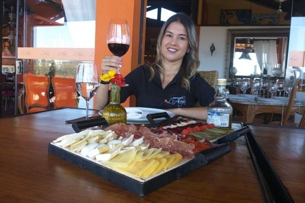 Sommelière Thaís Lina dá dicas de combinações de vinhos e queijos (Arquivo pessoal)