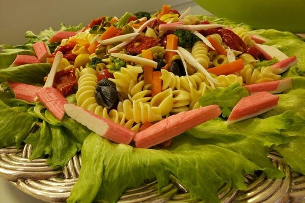 Saladas, frutas e verduras compõem o bufê do Batata Doce (Renata Rios/CB/D.A Press)