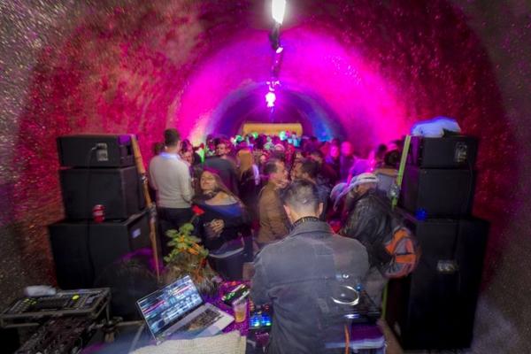 Túnel do Lago Norte recebe edição da Balada em tempos de glitter (Faquini Produções/Divulgação)