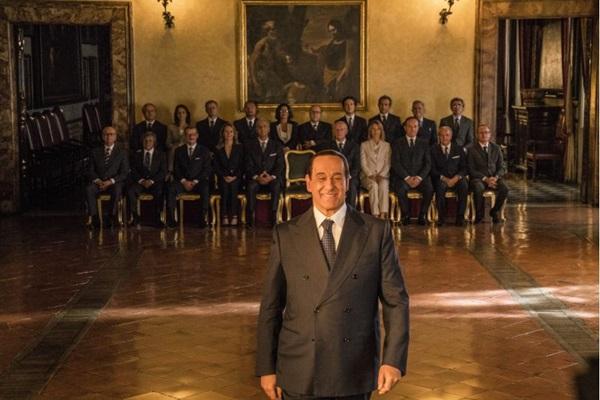 Sílvio e os outros traz a esdrúxula trajetória do ex-primeiro ministro Berlusconi, pelas lentes de Paolo Sorrentino (Gianni Fiorito/Divulgação)