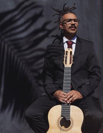 Fernando César resgata canções da época em que os conjuntos regionais tocavam nas rádios (Diego Bresani/Divulgação)