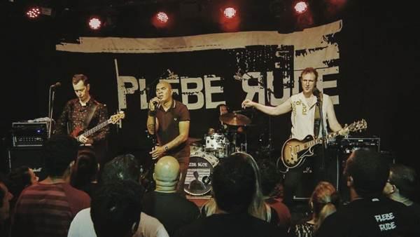 Philippe Seabra, guitarrista e vocalista da Plebe, revelou que a banda vai tocar duas músicas inéditas  (Mateus Mondini/Divulgação)
