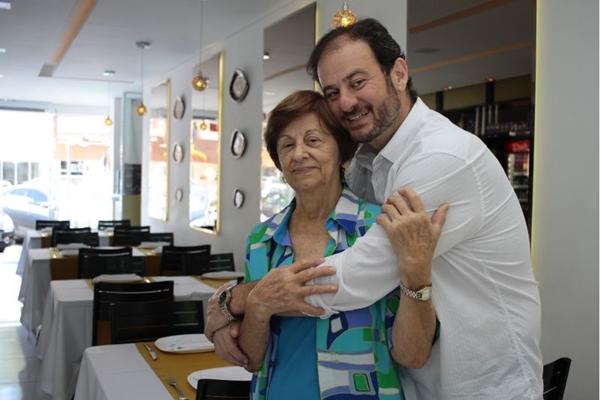 Eduardo montou o restaurante com as receitas que aprendeu com a mãe (Ana Rayssa/Esp. CB/D.A Press)
