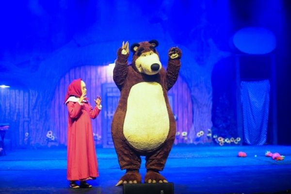 Masha vive perturbando a paz do amigo urso, mas ele adora (Reproducao)