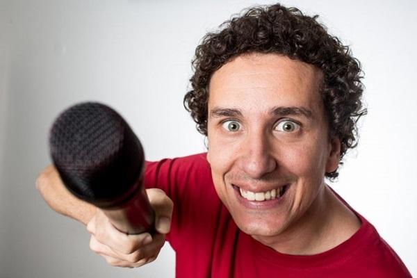 O humorista Rafael Portugal apresenta pela primeira vez na capital o espetáculo Eu comigo mesmo (Jorge Bispo/Divulgação)