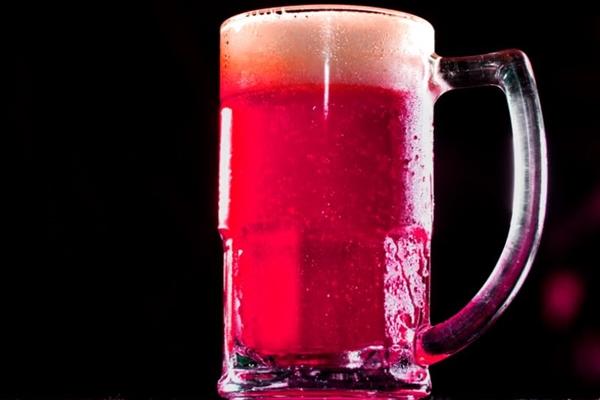 O ipê-roxo é a cara de Brasília e deu origem à bebida mista do Stadt Beer & Music (Stadt Beer & Music/Divulgação)