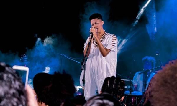 Luedji Luna se apresenta no festival Cara e Cultura (Zil Medeiros/Divulgação)