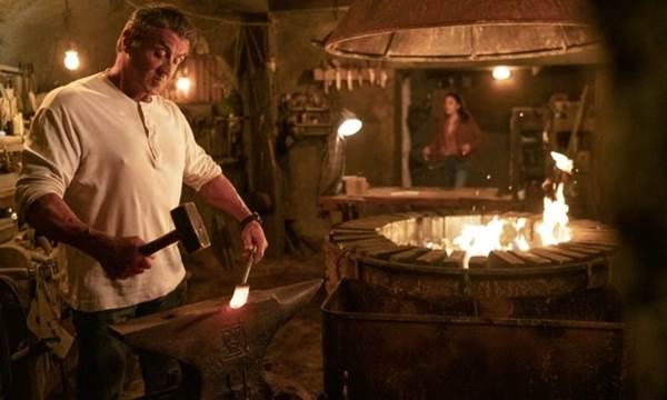 Sylvester Stallone reencarna o herói americano  (Yana Blajeva/Adoro cinema/Reprodução )