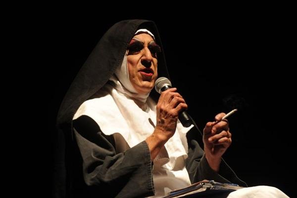 O clássico personagem de Octávio Mendes, Irmã Selma, promete muitas risadas  (Wagner Morente/Divulgação)